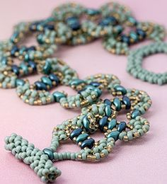 FREE PATTERNS | Fusion Beads Who doesn't love free beading patterns?! I especially love all of these patterns that use the Czechmate beads.