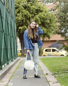 High waisted jeans, Denim shacket, Shirt and jacket, high neck sweater, blonde gal, street style, cotton rope bag, etsy finds, etsy cotton rope bag, patent loafers, slow fashion, personal style. Carolina Llano, Gold Style Book Denim Jeans, Mom Jeans, Jacket Jeans, Canadian Tuxedo, Patent Loafers, Gold Style, Fashion Books, Slow Fashion, High Waist Jeans