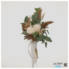 Brautstrauß mit Trockenblumen, gefriergetrockneten Rosen, Eukalyptus, Pampasgras, getrocknetem und gebleichtem Lagurus und Phazaris Bouquet Wedding
