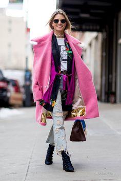 В Нью-Йорке продолжается неделя моды. Дизайнеры заполняют подиум новыми коллекциями, а гости показов не дают скучать любителям уличной моды. Продолжаем следить за модными луками на неделе моды в Нью-Йорке сезона осень-зима 2017-2018.