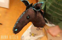 DIY Hourse - mama recicla Stick Horses, New Toys, Dinosaur Stuffed Animal, Twins, Crafts, Diy, Animals, Hobby Horse, Horse