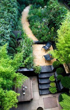 Designer Visit The Black and Green Garden of Chris Moss Townhouse garden, London garden, Grasses gar Small Space Gardening, Garden Spaces, Small Gardens, Outdoor Gardens, Sloped Backyard, Backyard Landscaping, Landscaping Ideas, Backyard Ideas, Backyard Patio