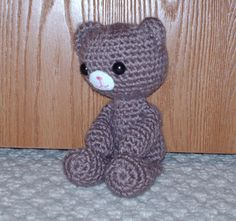 teddy bear free crochet pattern by Rheatheylia.com