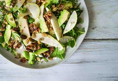 Pears are now in season and what better way to enjoy them than in a salad. This salad is made with with juicy pears, toasted walnuts, creamy feta and avocado, spicy rocket, and topped off with a tasty lemon and mustard dressing. Pear Recipes, Vegan Recipes Easy, Salad Recipes, Pear Walnut Salad, Pear Salad, Avocado Pear, Halloumi Salad, Roasted Mushrooms, Vegetarian Options