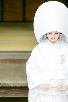 Shinto ceremonial kimono for wedding Traditional Kimono, Traditional Fashion, Traditional Outfits, Traditional Japanese, Japanese Wedding Kimono, Japanese Kimono, Japanese Brides, Robert Doisneau, Geisha