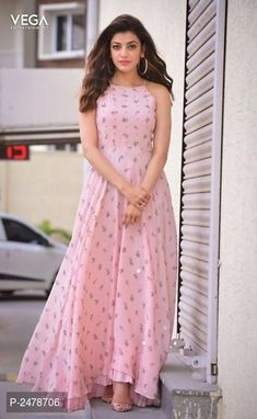 kajal agarwal in kurti crafts - Photography Indian Designer Outfits, Indian Outfits, Designer Dresses, Stylish Dresses, Casual Dresses, Fashion Dresses, Maxi Dresses, Organizer Box, Indian Gowns Dresses