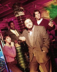 Sliders i really mssed this show .as my as the orignaual star trek. Sliders Tv Show, Science Fiction Tv Shows, Sci Fi Tv Shows, Best Sci Fi, Episode Guide, Classic Tv, Golden Age, Star Trek, Childhood Memories