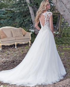 Elegant Beaded Lace O-Neck A-Line Lace Bodice Tulle Skirt Cap-Sleeves Wedding Dress