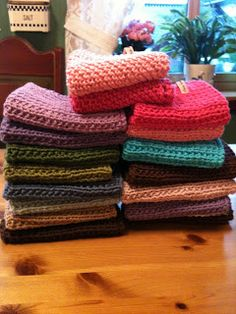 Mariannes kreative univers: Strikke, strikke, strikke - oppvaskkluter.... Knit Dishcloth, Bindi, Craft Party, Knitting Projects, Knit Crochet, Diy And Crafts, Diy Projects, Textiles, Blanket