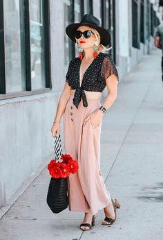 5c2d68eb Mi look con mis camisas negras de Tobi y pantalones rosa claro de la marca  Topshop