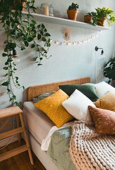 Bedroom Green, Room Ideas Bedroom, Home Bedroom, Light Bedroom, Bedroom Designs, Bedroom Plants Decor, Bohemian Bedroom Design, White Bedroom Decor, Cheap Bedroom Decor