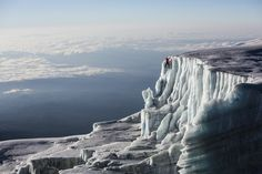 Late last year, National Geographic Adventurer of the Year, Will Gadd, ascended to the highest point in Africa, taking things one step further by climbing the famous glaciers found at the peak of Mount Kilimanjaro in Tanzania. Travel Wuotes, Europe Travel Tips, Europe Europe, Travel Packing, Travel Bags, Travel Ideas, Ireland Vacation, Ireland Travel, Tanzania