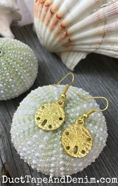 How to make simple gold charm earrings for summer | DuctTapeAndDenim.com