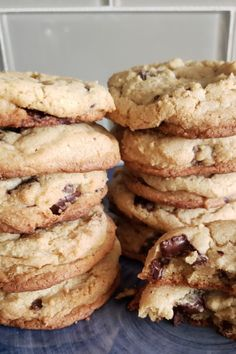 Deliciously chewy cookies made perfectly with just basic baking ingredients!  #joannagaineschocolatechipcookies #magnoliatablechocolatechipcookies  #chocolatechipcookies #chocolatechipcookies🍪 #chocolatechipcookiesph #healthybreakfast Blueberry Oatmeal Cookies, Chocolate Chip Cookies, Chocolate Cupcakes, Cookie Recipes, Dessert Recipes, Streusel Cake, Chocolate Ganache Filling, Healthy Recipes, Easy Recipes