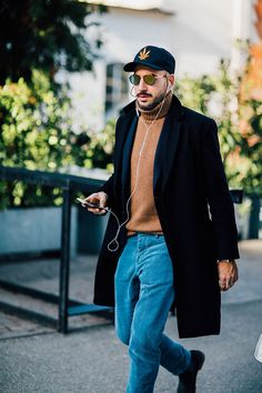 89 Cool Modest Winter Outfits For Men Street Style # Modest Winter Outfits, Winter Outfits Men, Simple Outfits, Casual Work Attire, Style Casual, Casual Wear, Dress Casual, Fashion Week Hommes, Minimalist Street Style