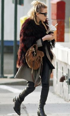 2 Ways: Mary-Kate Olsen with a top knot & braids #style #fashion #hair #mka #olsentwins