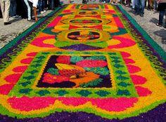 Aisle inspired by alfombras de flores - Cuaresma en Antigua Guatemala