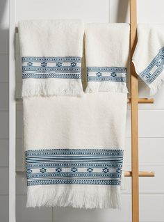 Embroidered boho towels with fringe - perfect! Best Bath Towels, Hand Towels Bathroom, Boho Bathroom, Bath Towel Sets, Kitchen Towels, Master Bathroom, Bathroom Ideas, Towel Embroidery, Embroidered Towels