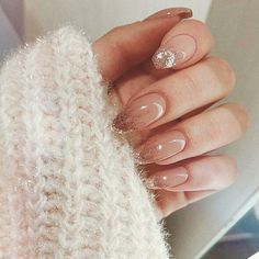 Long acrylic nails are too sharp, and short nails are too ordinary? Then you need almond nails, which are of moderate length. Almond nails are named after their shape similar to almonds. Nail Design Glitter, Gold Nail Designs, Almond Nails Designs, Glitter Nails, Art Designs, Almond Acrylic Nails, Cute Acrylic Nails, Almond Nail Art, Hair And Nails