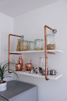 DIY for your selfmade copper shelf DIY instructions for your self-made copper pipe shelf Copper DIY copper shelf The post DIY for your selfmade copper shelf DIY guide … appeared first on Best Pins for Yours - Diy Home and Decorations Diy Furniture Building, Home Furniture, Copper Pipe Shelves, Copper Pipes, Pipe Shelving, Copper Wood, Home Decor Trends, Diy Home Decor, Diy Regal