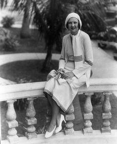Lita Grey Chaplin wife of Charlie Chaplin flapper fashion 1926 original negative Classic Actresses, English Actresses, Hollywood Actresses, Old Hollywood Glamour, In Hollywood, Classic Hollywood, Flapper Style, Flapper Fashion, Charlie Chaplin Movies