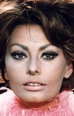 Софи Лорен (Sophia Loren) Hollywood Glamour, Old Hollywood, Sophia Loren Images, Italian Actress, Italian Beauty, Most Beautiful Faces, Divas, Classic Beauty, Beautiful Actresses