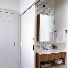 女性で、Bathroom/サブウェイタイル/男前インテリア/アイアンタオルバー/ブラケットライト/パナソニック 洗面台/一面鏡/トランクファクトリー/シーライン/間取りの工夫についてのインテリア実例。 「サブウェイタイルと機...」 (2017-10-30 05:38:57に共有されました) Washroom, Bathroom, Lighted Bathroom Mirror, House, Interior, Powder Room, Framed Bathroom Mirror, Bathroom Mirror, Home Decor
