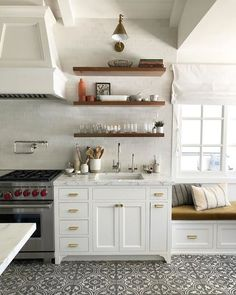 How to Redo Kitchen Cabinets Home Kitchens, Kitchen Remodel Small, Open Kitchen Shelves, Home Remodeling, Redo Kitchen Cabinets, Farmhouse Kitchen Design, Kitchen Interior, Kitchen Redo, Mobile Home Kitchens
