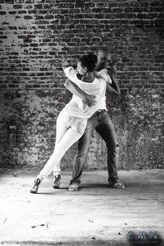 Nata alla fine degli anni 70 in Angola, la Kizomba non appartiene alle danze caraibiche o latino-americane. In principio nasce come ballo popolare...