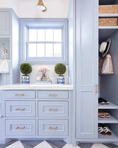 Blue Mudroom Cabinets with Brass Pulls - Transitional - Laundry Room Caitlin Wilson Design, Mudroom Laundry Room, Sweet Home, Grey Kitchen Cabinets, Mudroom Cabinets, Neutral Cabinets, Gold Kitchen, Blue Cabinets, Chinoiserie Chic