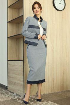 Модель 2711 размеры 48-52 Невероятно женственный образ! Представленная модель платья полуприлегающего силуэта. По переду рельефы и фигурные подрезы с воланами. Изящный воротничок на стойке. Рукава втачные, двухшовные. Спинка со шлицей в среднем шве и молнией 21st, Costumes, Sweaters, Dresses, Fashion, Vestidos, Moda, Dress Up Clothes, Fashion Styles
