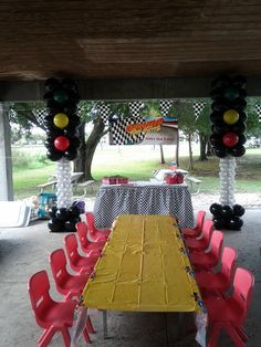 Disney cars timed party decoration on pinterest disney for Balloon decoration cars theme