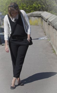 1 pièce, 10 styles #19 x Sud Express : Elza du blog Elza Sokolovski porte le petit pull en lin Sud express