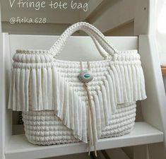 Uma ideia de bolsa croche branca estilosa para todas as amigas que amam croche weiß Crochet Handbags, Crochet Purses, Tribal Bags, Crochet Shoulder Bags, Crochet Purse Patterns, Crochet Market Bag, Diy Tote Bag, Macrame Bag, Knitted Bags