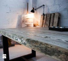 Stół z jesionowych fosztów