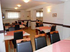 Willa Halka pokoje gościnne w centrum Zakopane góry Tatry wakacje Conference Room, Spa, Table, Furniture, Home Decor, Decoration Home, Room Decor, Meeting Rooms, Home Furniture
