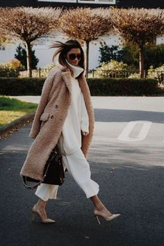 Tan fuzzy teddy bear coat with all white outfit. 2019 Tan fuzzy teddy bear coat with all white outfit. The post Tan fuzzy teddy bear coat with all white outfit. 2019 appeared first on Sweaters ideas. Fashion Mode, Fashion Week, Look Fashion, Daily Fashion, Womens Fashion, Fashion Trends, White Fashion, 80s Fashion, Fashion Ideas