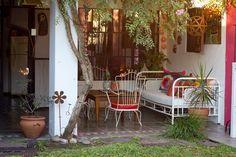 <!--:es-->Silvina y Diego. Casa alquilada con patios, jardín y pileta en Fisherton. Rosario, Provincia de Santa Fe.<!--:-->
