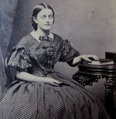 CDV PHOTO VICTORIAN LADY CIVIL WAR ERA WOMAN SEATED DOT PRINT HOOP SKIRT DRESS