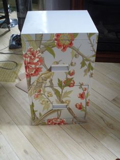 Decoupage might seem like an outdated arts and crafts technique to some people, but we prefer to think of it as appealingly kitschy! Decoupage Furniture, Furniture Projects, Painted Furniture, Furniture Redo, Decoupage Dresser, Wallpaper Furniture, Office Wallpaper, Decoupage Art, Furniture Refinishing