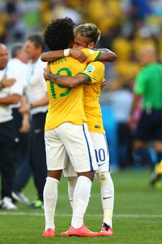 BELO HORIZONTE, BRAZIL - JUNE 28: Neymar and Willian of Brazil celebrate after defeating Chile in a penalty shootout during the 2014 FIFA World Cup Brazil round of 16 match between Brazil and Chile at Estadio Mineirao on June 28, 2014 in Belo Horizonte, Brazil. (Photo by Ronald Martinez/Getty Images)