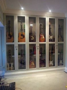 Guitar Storage Design Ideas, Pictures, Remodel and Decor-Watch Free Latest Movies Online on Home Music Rooms, Music Studio Room, Home Studio, Guitar Display Case, Guitar Storage, Diy Design, Storage Design, Design Ideas, Guitar Wall
