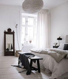 Hoy dedicamos el post a una estancia dedicada al reposo, el dormitorio. Vamos a centrarnos en dormitorios con un estilo minimalista, ya que en un área destinada al descanso, no es necesario introdu…