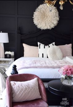 Dark and glam bedroom with pastel pink accents, black furniture pieces, and plenty of texture. Glam Bedroom, Home Decor Bedroom, Modern Bedroom, Bedroom Ideas, Pretty Bedroom, Pink Black Bedrooms, Casa Retro, Pastel Room, Pastel Pink