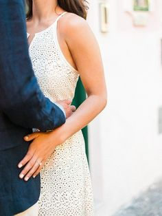 Sweet hugs: http://www.stylemepretty.com/little-black-book-blog/2015/02/26/ischia-waterfront-engagement-session/ | Photography: Taylor Barnes - http://www.taylorbarnesphotography.co.uk/