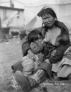 Breastfeeding Images from Our Past (Inuit woman breast-feeding two babies. Native American Women, Native American History, Native American Indians, Tandem, Breastfeeding Images, Extended Breastfeeding, Breastfeeding Photography, Pregnancy Signs, Mother And Child