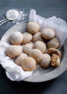Receta de galletas besos de nuez - Recetas de navidad Las galletas siempre serán un postre ideal para compartir, prueba estos deliciosos besos de nuez. ¡Es una receta muy fácil de preparar! Cupcakes, Cupcake Cakes, Croissants, Delicious Desserts, Yummy Food, Muffins, Pan Dulce, Almond Recipes, Cookies