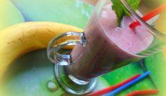 Banánovo-jahodové smoothie Moscow Mule Mugs, Vegetables, Tableware, Food, Smoothie, Eat, Dinnerware, Tablewares, Essen