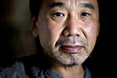 Si se pudiera describir con palabras algunas de las obras de Haruki Murakami, muchos dirían: lugares cotidianos, triángulos amorosos, sexualidad, erotismo, amor no correspondido entre mujeres inadaptadas y hombres solitarios; seres humanos importantes en la vida del narrador omnipresente que se van, que ya no existen, que viven dentro de los sueños, de las alucinaciones …