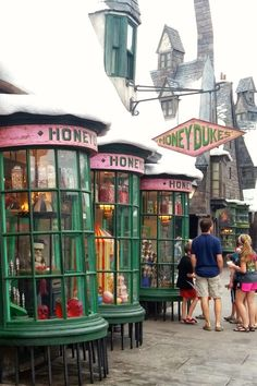 A photo tour of the Harry Potter gift shops at Universal studios-- what souvenirs to buy!